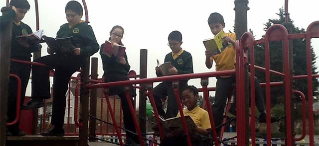 Children reading at Oakthorpe School